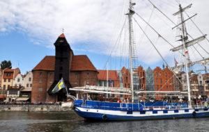 Zlot żaglowców Baltic Sail Gdańsk 2017. Baltic Beauty na tle Żurawia