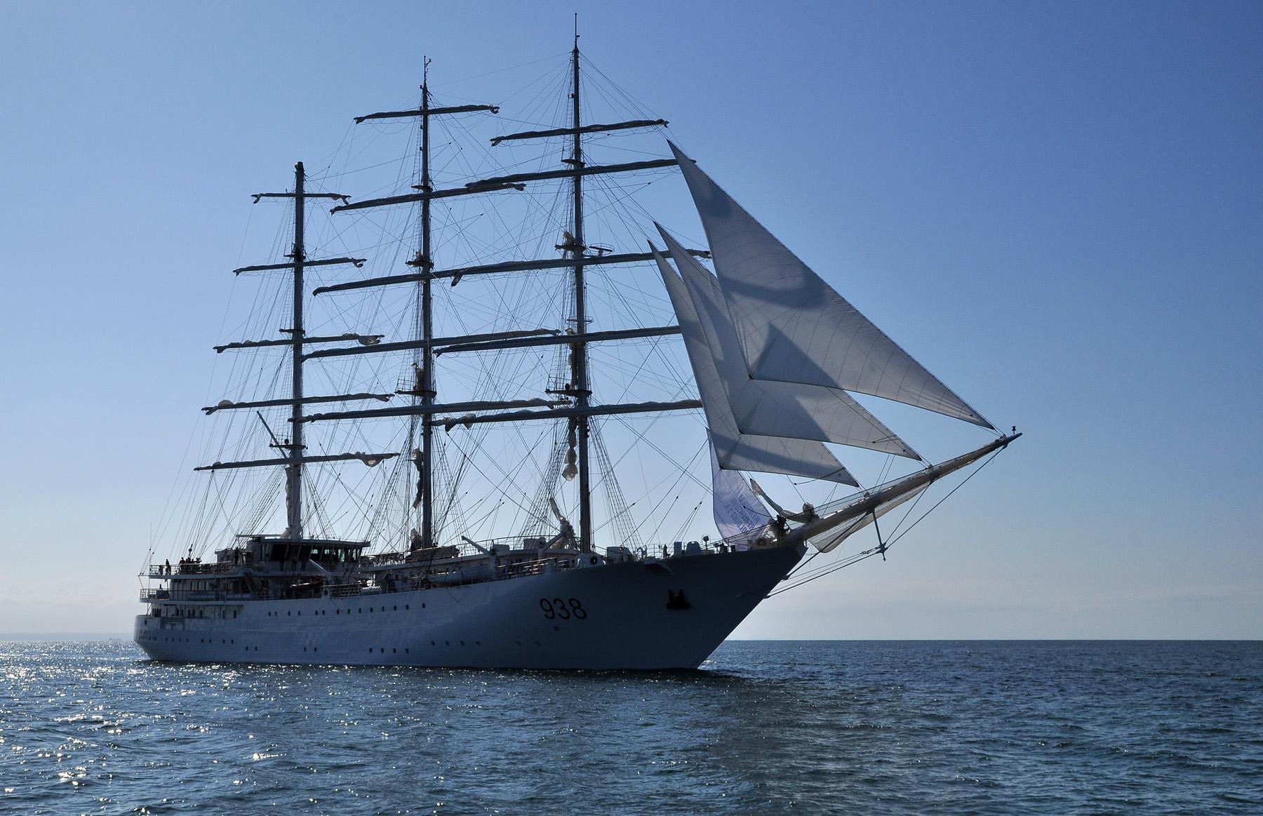 Pierwsze żagle algierskiej białej fregaty El Mellah