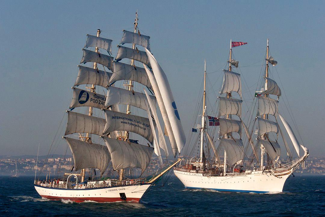 Fryderyk Chopin i Statsraad Lehmkuhl podczas startu regat Tall Ships Races w Lizbonie