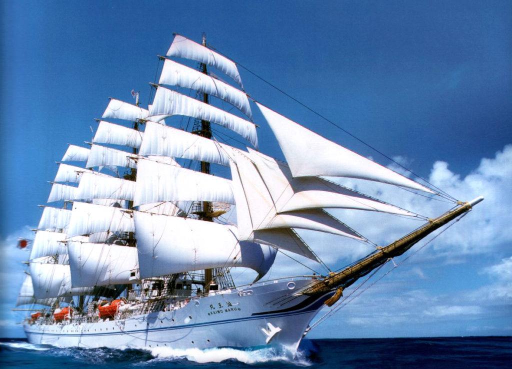 Kaiwo Maru sunący po falach Pacyfiku