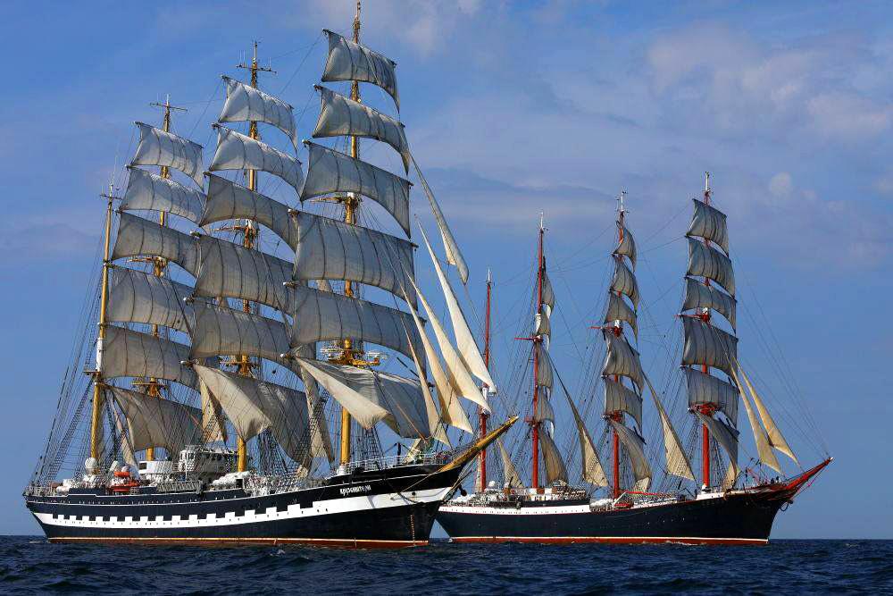 Kruzenshern i Sedov pod pełnymi żaglami na Bałtyku