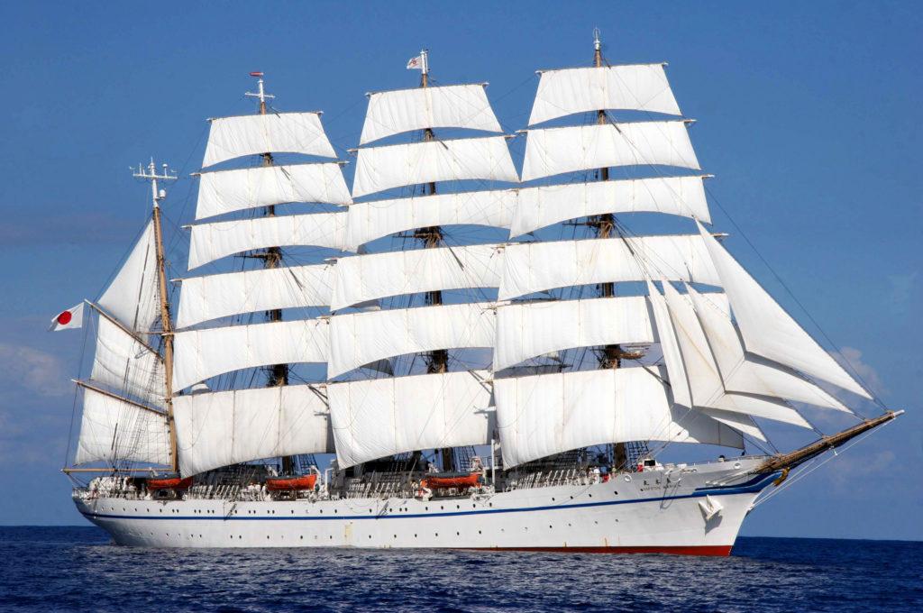 Japoński czteromasztowy bark szkolny Nippon Maru w pełnej krasie