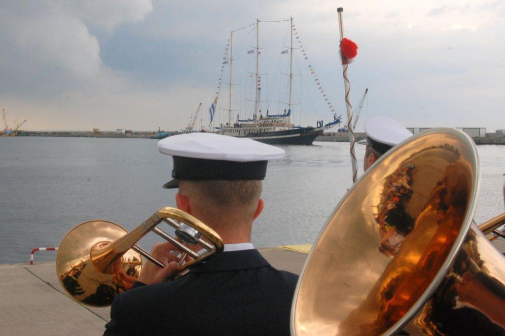 Capitan Miranda wchodzi do portu w Gdyni podczas jedynej do tej pory wizyty w Polsce. 20 sierpnia 2008 roku.