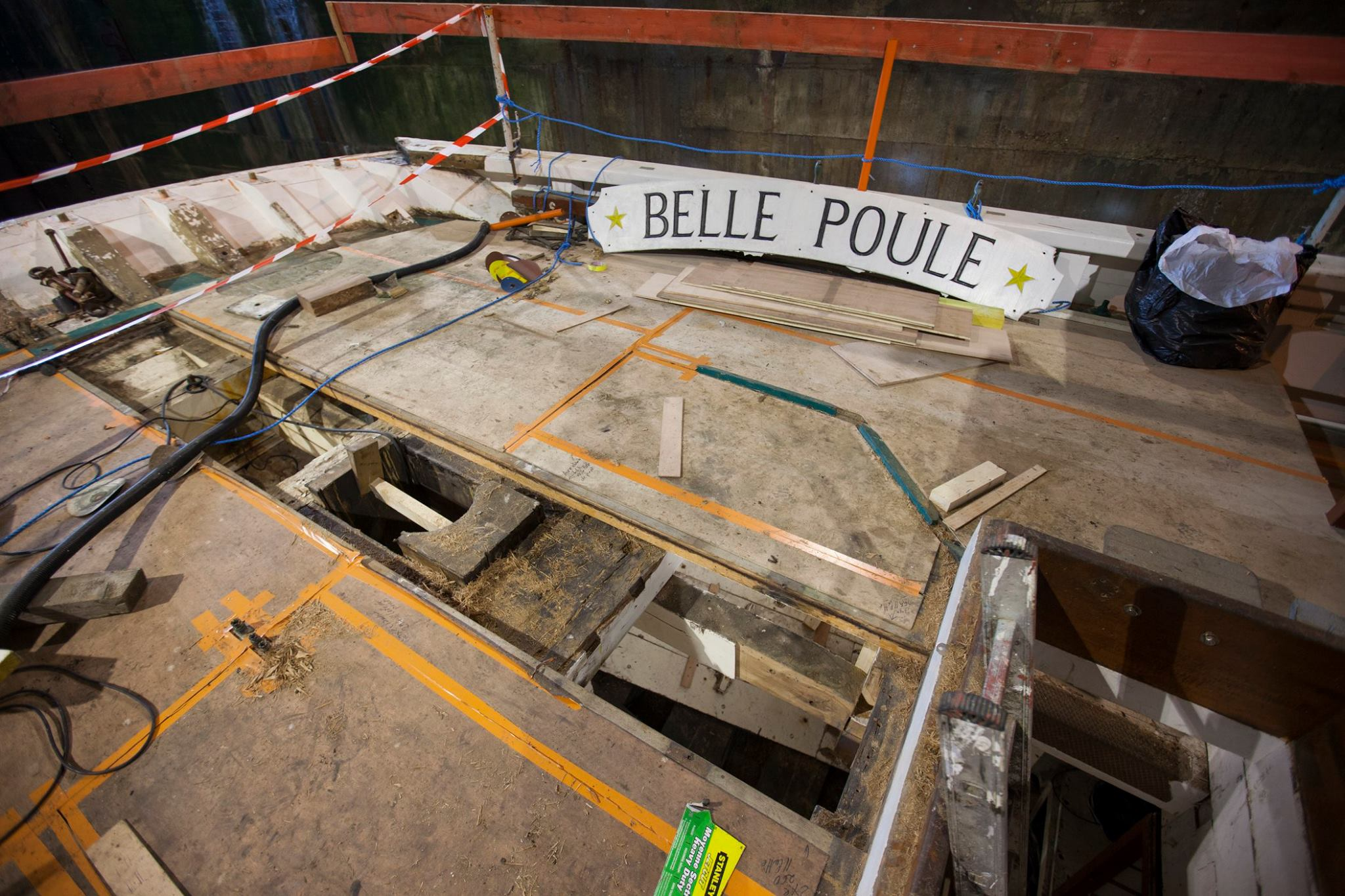 Remont francuskiego szkunera Belle Poule