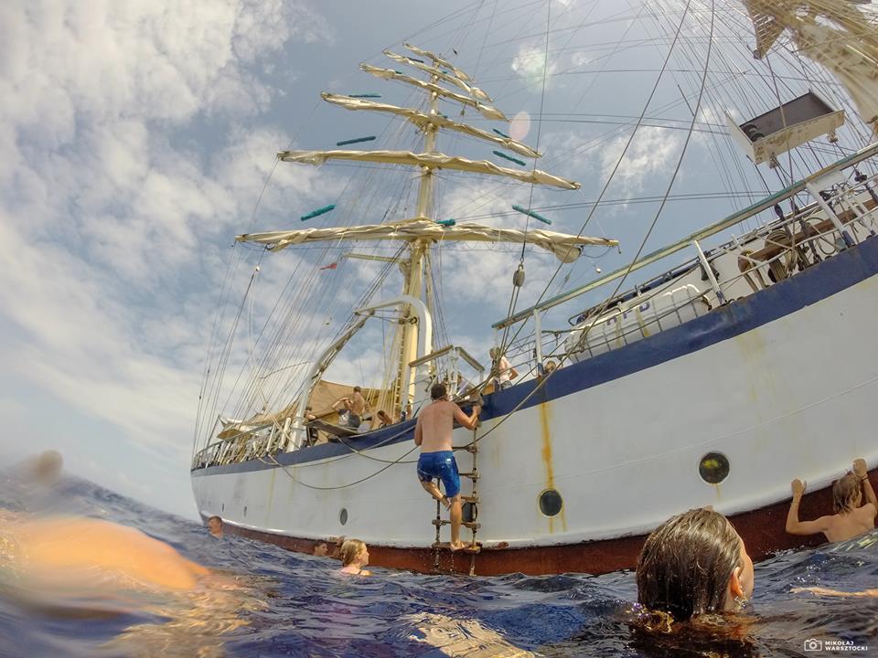 Ożywcza kąpiel w oceanie / fot. Niebieska Szkoła