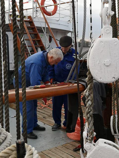 Zygmunt Choreń podczas prac na pokładzie Gorch Focka / fot. Filip Sikora