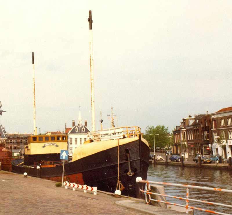 Morgenster z masztami nadawczymi - przygotowywany w Amsterdamie do roli pirackiego Radia Delmare