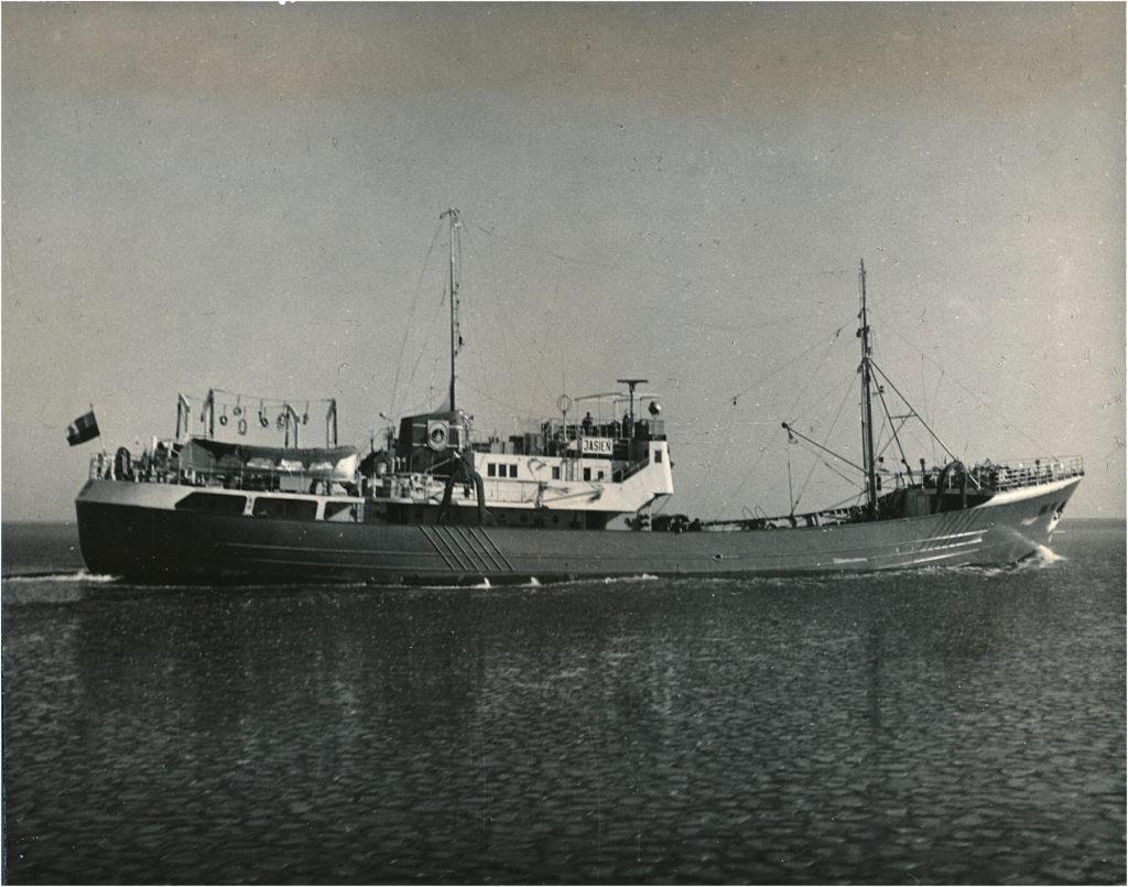 Tak wyglądały trawlery burtowe typu B-20. Na zdjęciu Jasień - siostrzana jednostka Gopła / fot. z archiwum Antoniego Dubowicza