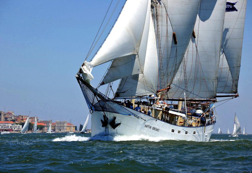 Polski żaglowiec Kapitan Borchardt chwyta wiatr podczas The Tall Ships Races