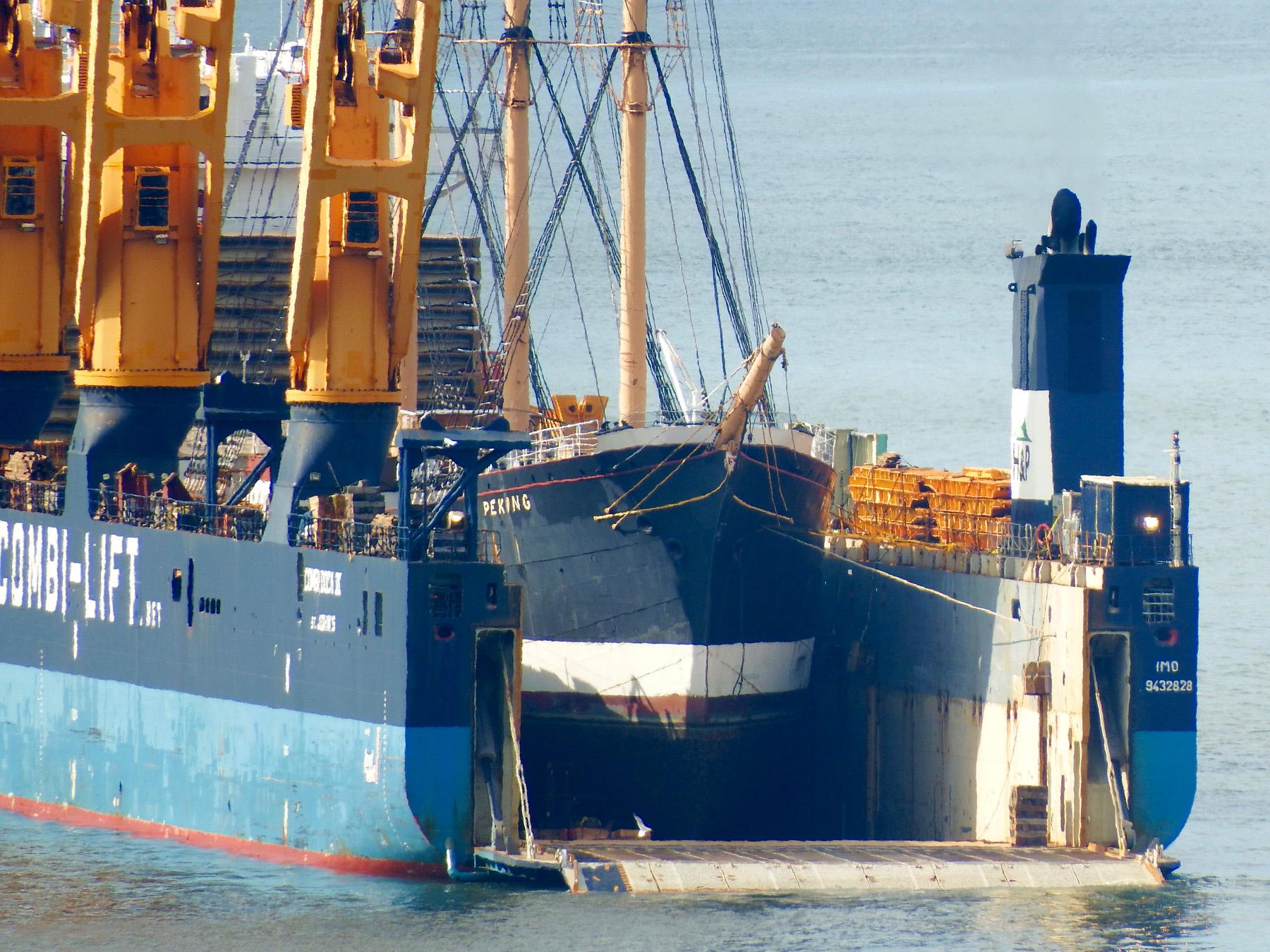 Peking załadowany na Combi Dock III w Nowym Jorku