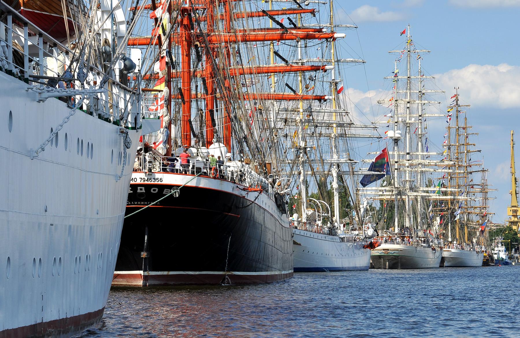 The Tall Ships Races w Szczecinie. Żaglowce zacumowane na Odrze.