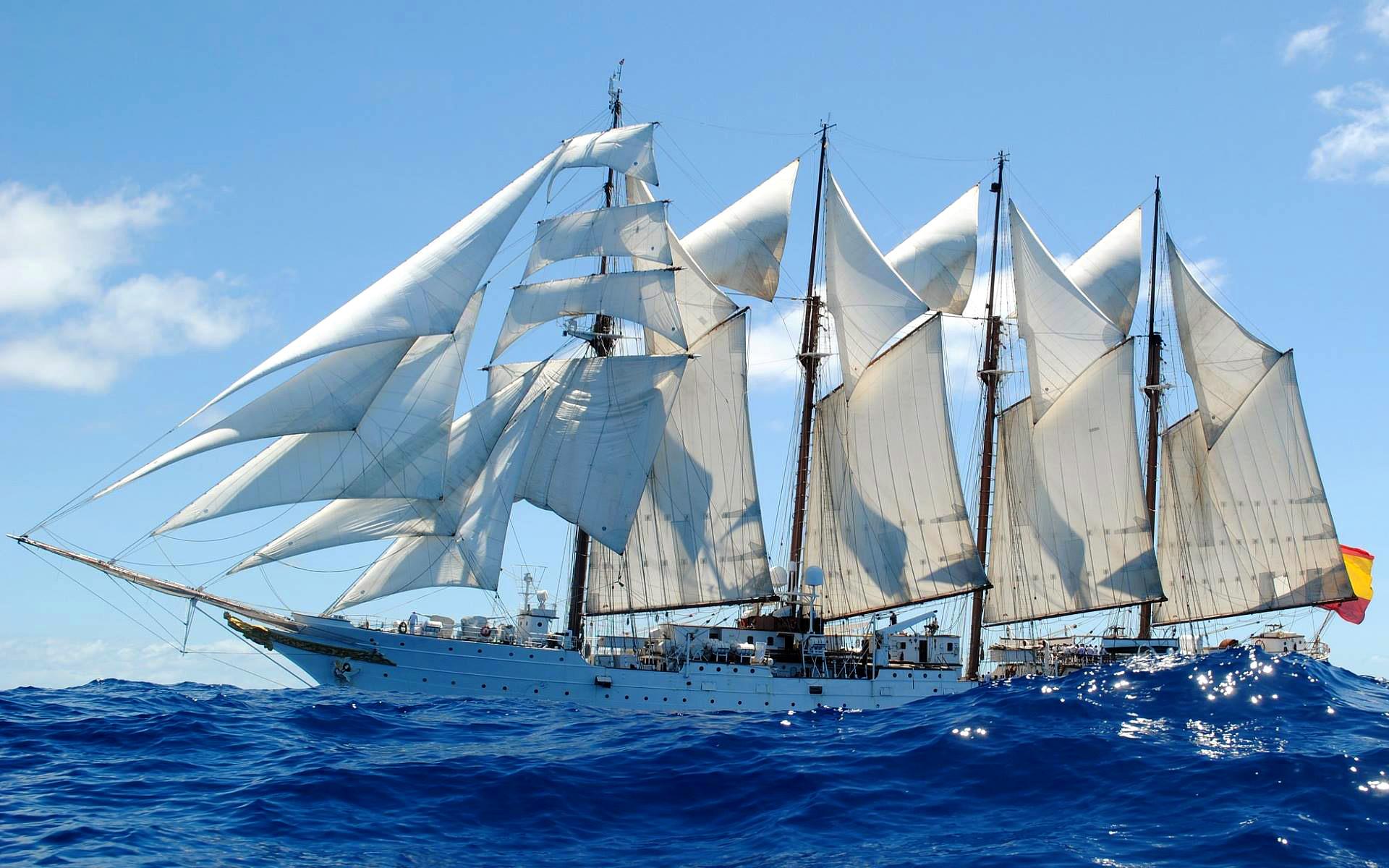 Szkuner urejony hiszpańskiej Marynarki Wojennej Juan Sebastian Elcano pod żaglami