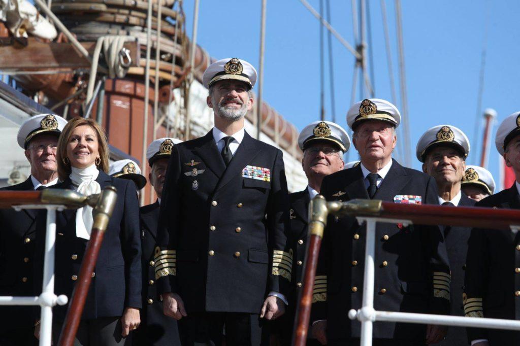 Królowie Hiszpanii odwiedzają pokład Juana Sebastiana de Elcano