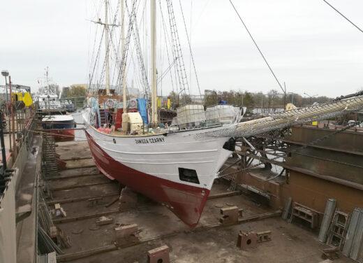 Zawisza Czarny w doku w Szczecinie